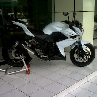 z250 white