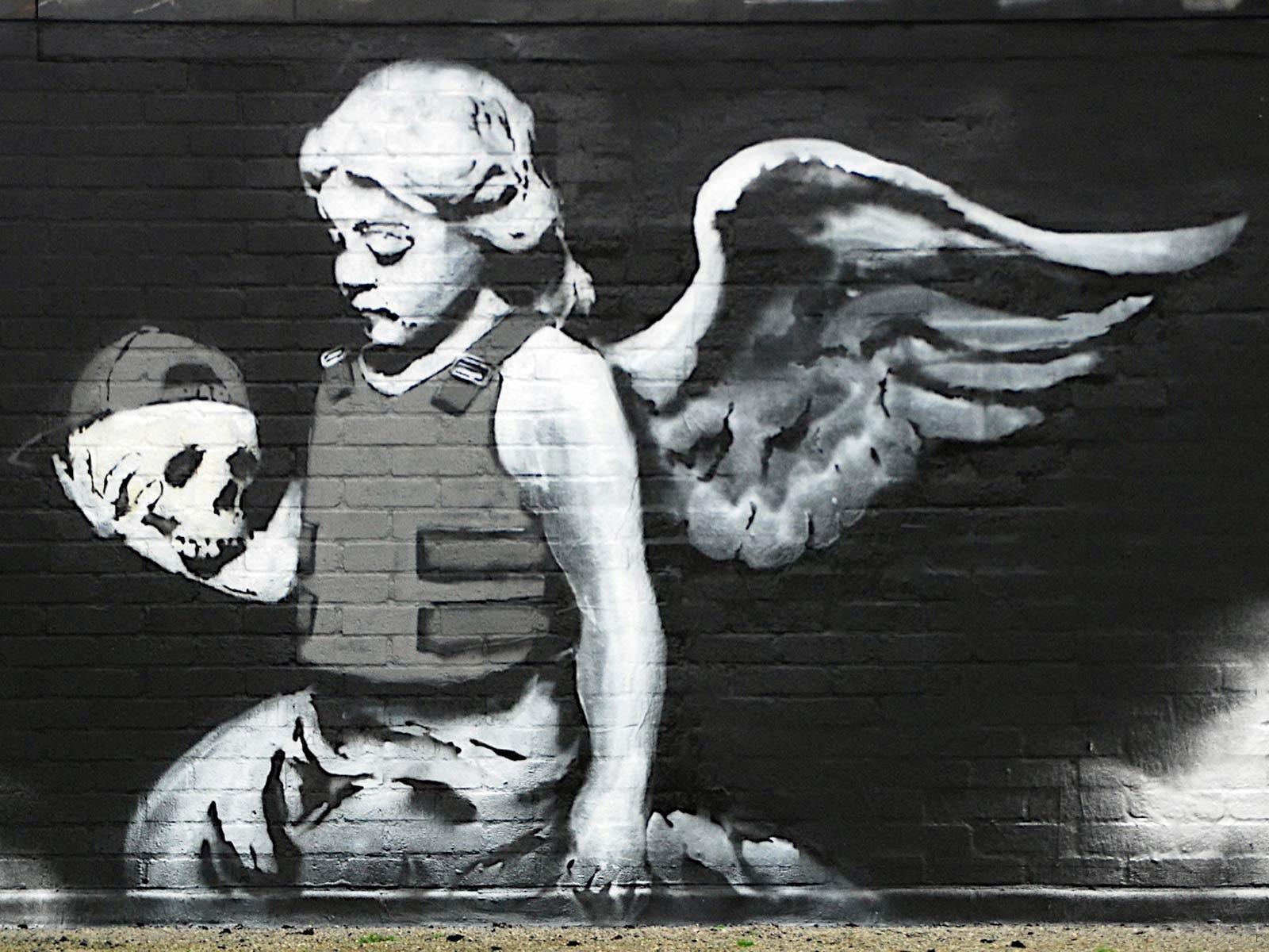 http://2.bp.blogspot.com/-0Hybtdb-hv4/TrtlZBRDZxI/AAAAAAAAAH4/8MaRdUJbprI/s1600/Creative_Wallpaper_Angel_Banksy_025599_.jpg