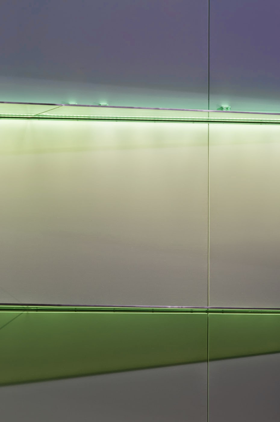 abstract, abstraction, abstractional, graphic, façade, tim Macauley, Macauley, studio 505, architects, architectural, postmodern, postmodernist, modern, new, Lonsdale st, Melbourne, Australia, glass, fins,