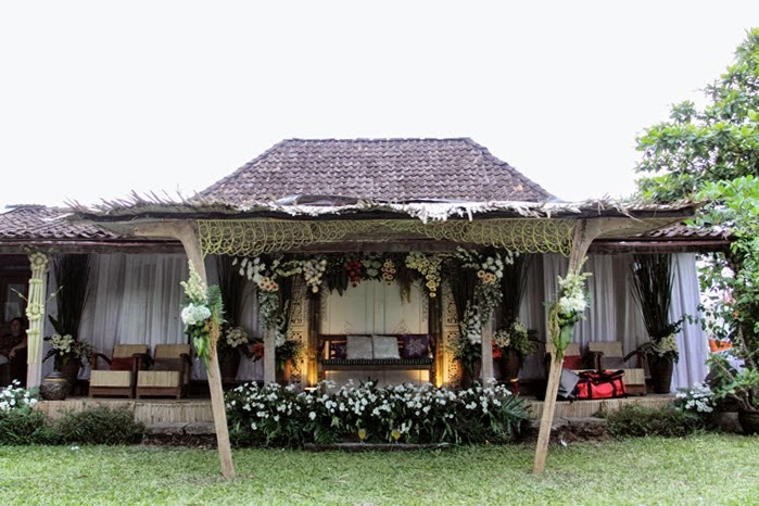 Rumah Limasan ini sehari-hari berfungsi sebagai homestay, namun pada kesempatan ini disewa sebagai tempat party pernikahan pasangan Ima+Eric.