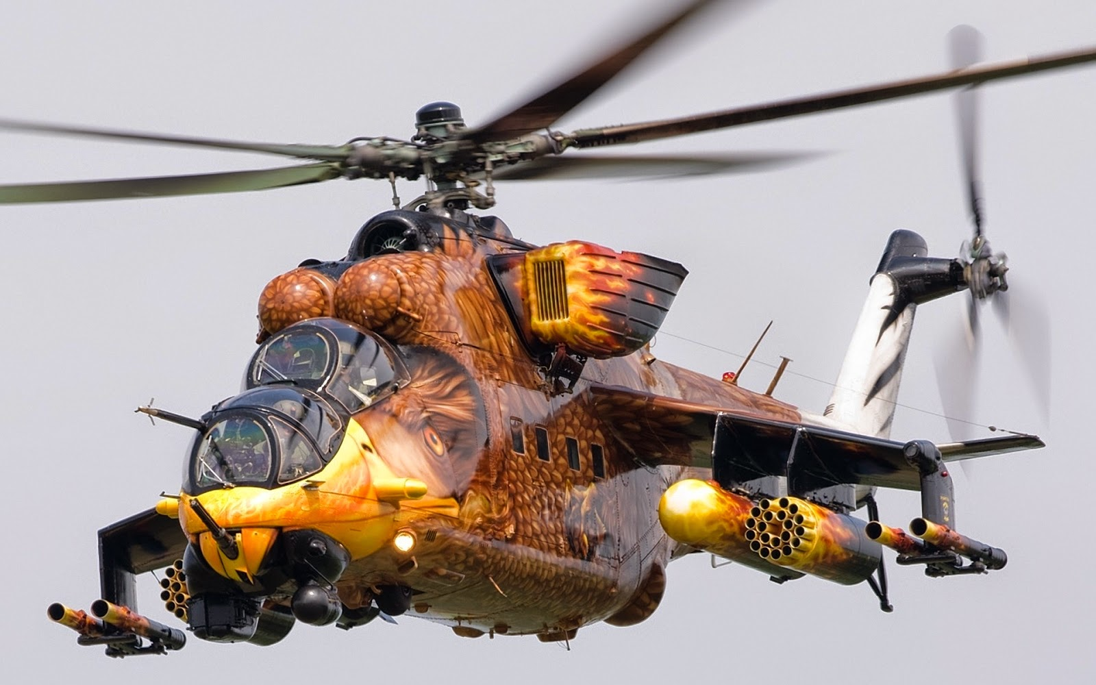 Russische Mi-24 helikopter uit Hongarije