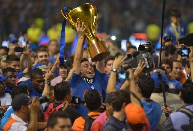 Emelec goleó a barcelona, y se proclamó bicampeón nacional