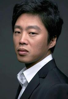 Biodata Kim Hee-Won pemeran Pengacara Kim