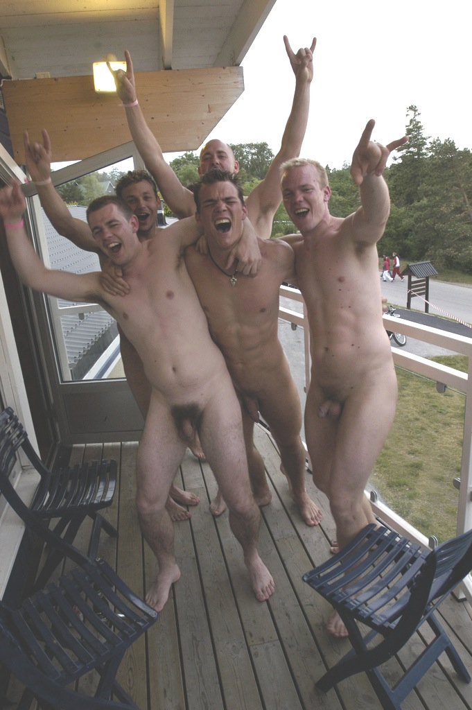 straight guys look at each other naked