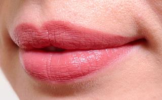 Clarins Rouge Éclat Lipstick Woodrose swatch