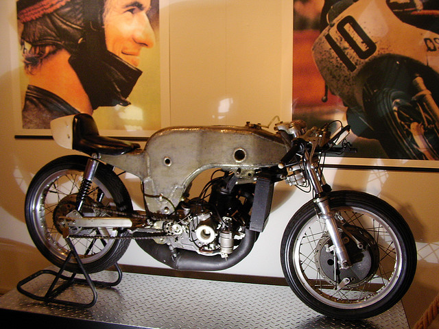 Espanhóis recriam moto da década de 70 em versão elétrica
