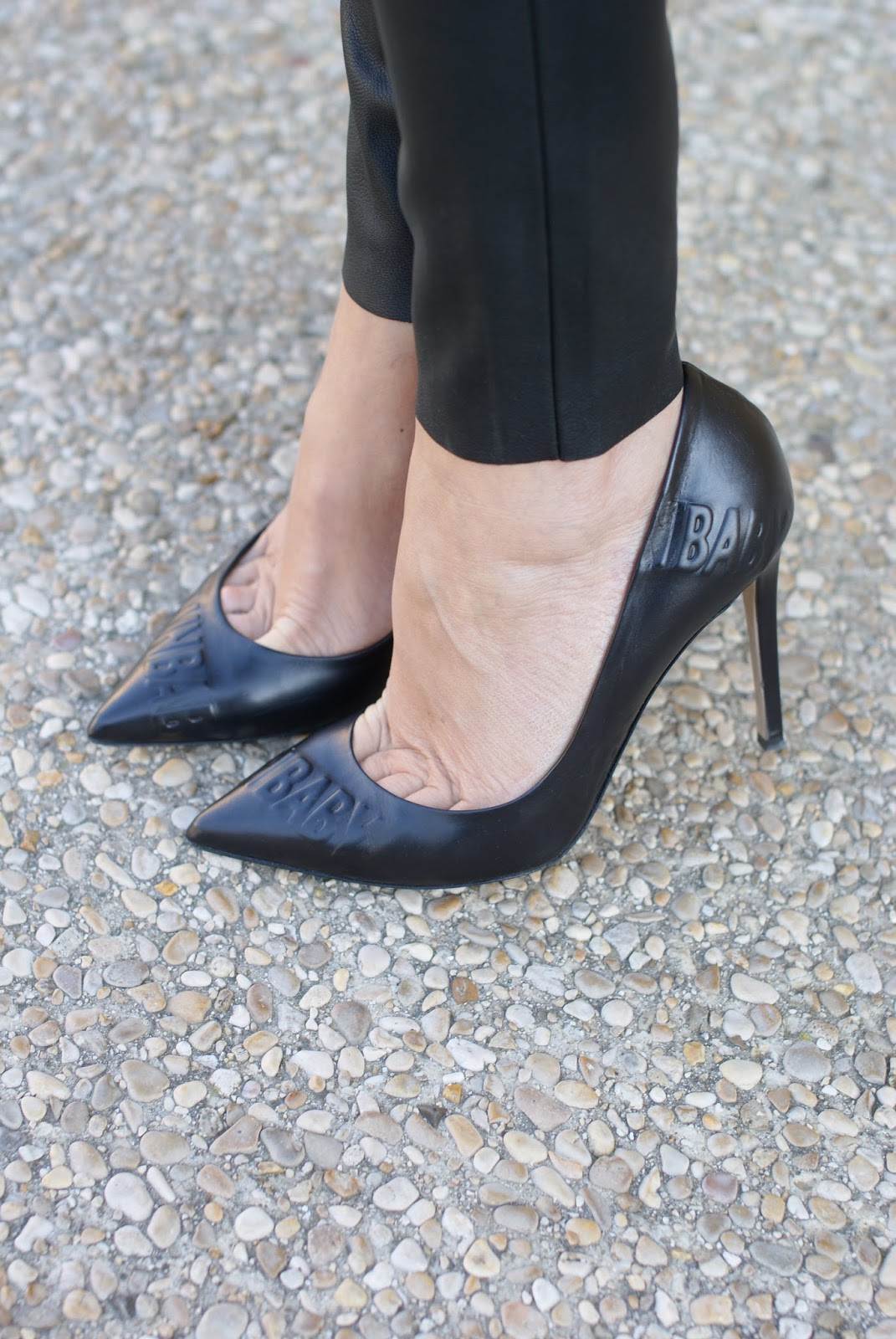 Le Silla black pumps on Fashion and Cookies fashion blog, fashion blogger style