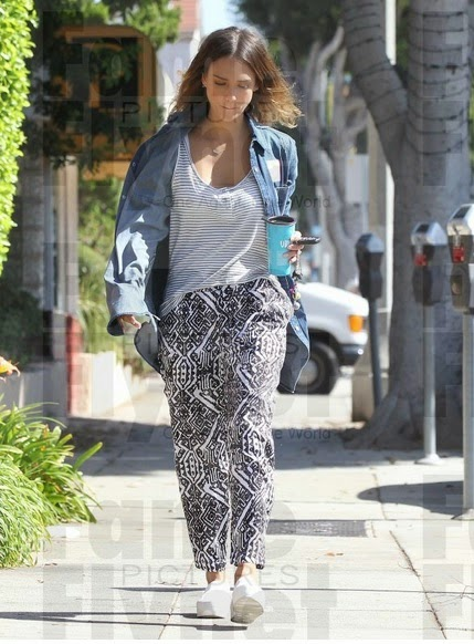 Jessica Alba Wearing Melissa Lovy Winn in Gold Necklace