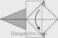 Bước 6: Gấp đôi tờ giấy theo chiều từ trên xuống