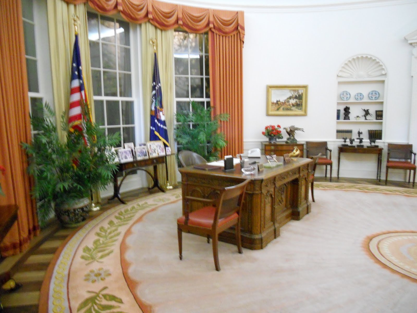 ronald reagan oval office. There\u0027s Also Replica Of The Reagan Oval Office. So Cool To Feel Like You\u0027re In President\u0027s Ronald Office T
