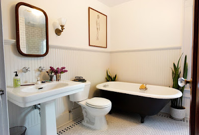 traditional bathroom, clawfoot tub, black painted, wainscot