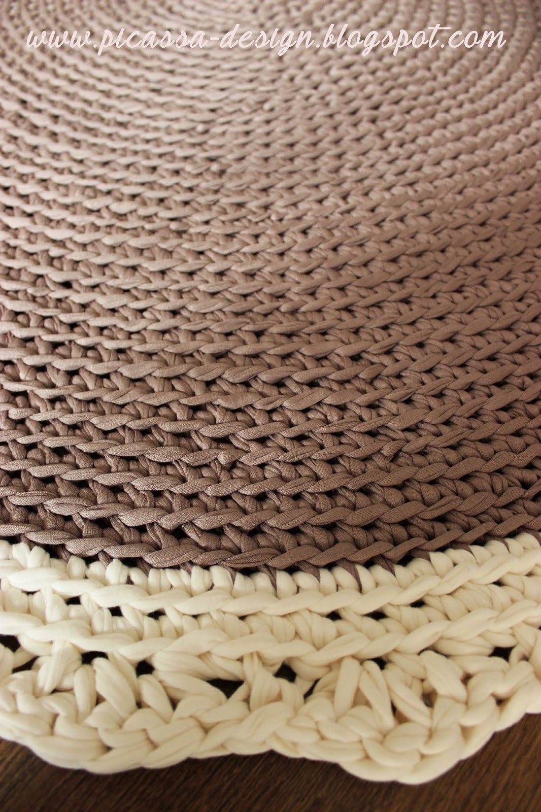 Szydełkowy dywan – beżowy