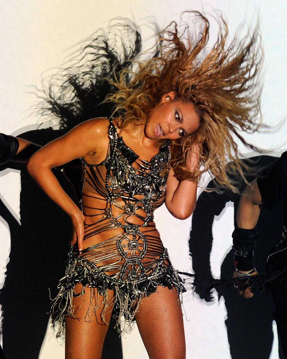 http://2.bp.blogspot.com/-0KBygJTxlfc/UE7xSIk0pHI/AAAAAAAABII/twUaont3Bwo/s1600/Beyonce-12.jpg