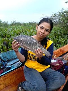 Lady angler yang hobby mancing nyobok