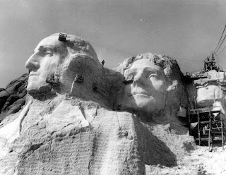 http://2.bp.blogspot.com/-0KlUbQ9dRMo/TrPpz3DR2mI/AAAAAAAAE3s/mKULvr1Ynco/s1600/Mount-Rushmore-carving-process-4.jpg