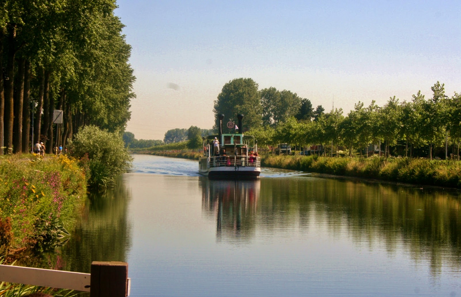 Damme canal boat