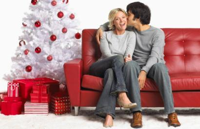 Will Your Relationship Survive The Holidays (quiz) - romance kiss -- happy time