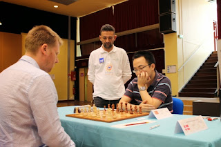 Le grand-maître d'échecs Ni Hua (2674) battu par Jesper Morch Lauridsen (2244) lors de la ronde 3 du Master de Montpellier 2014 - Photo © Chess & Strategy