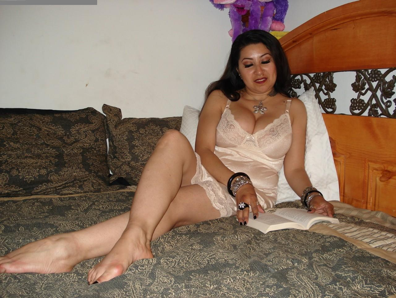 Amateur mature wife giving head