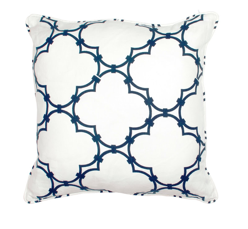 COCOCOZY Quatrefoil Pillow Navy
