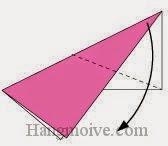 Bước 4: Gấp chéo lớp giấy trên cùng xuống phía dưới.