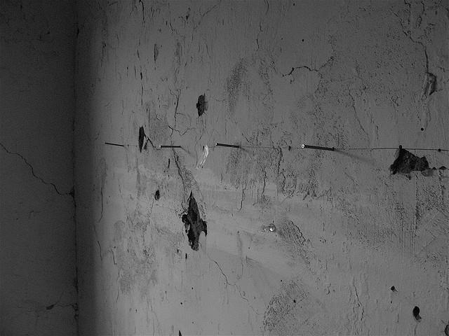 Como colgar fotos,posters y cuadros sin dañar las paredes | Alquiler ...