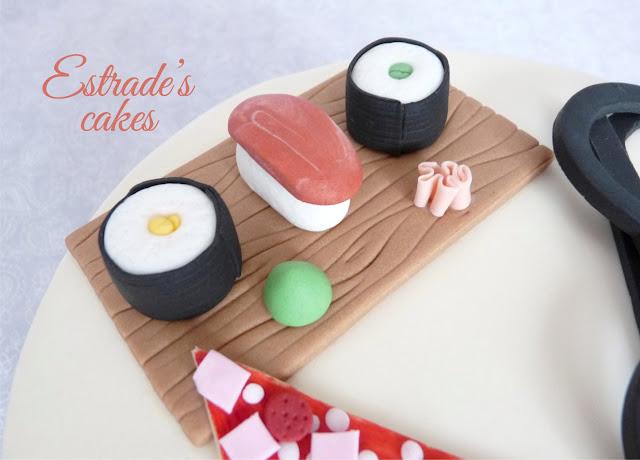 tarta maleta redonda con pizza y sushi 3