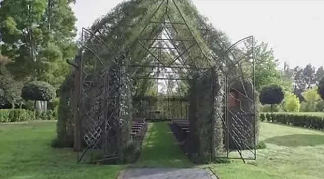 Gereja Pohon Karya Barry Cox