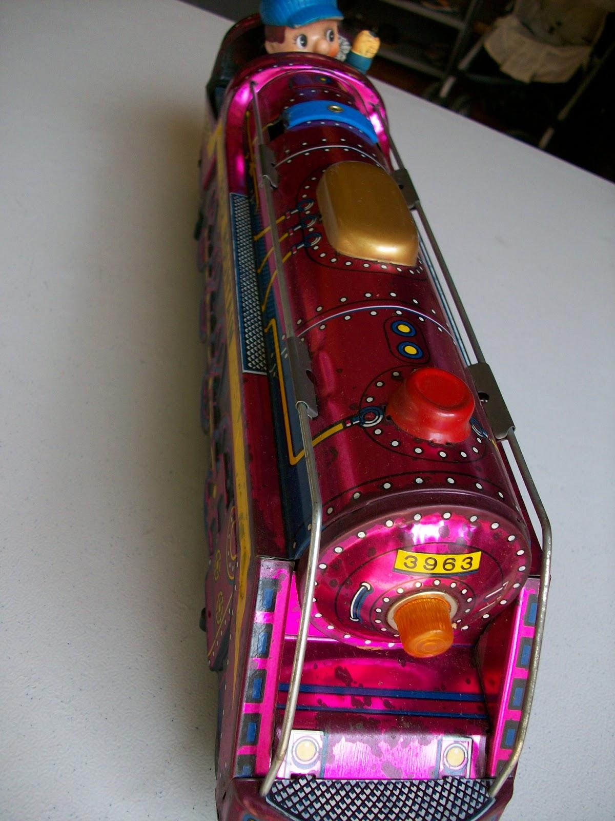 mainan kaleng kereta api era 70an masih mulus dijual apa adanya ada box minat