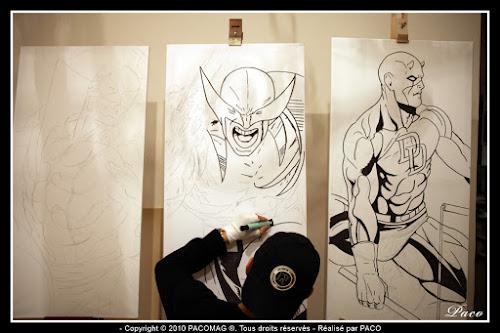 Paco illustrateur graphiste repassant le dessins de Wolverine sur toile acrylique