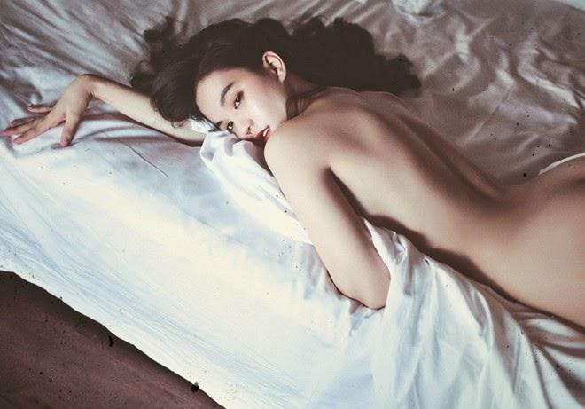 Ngoc Trinh semi nude show