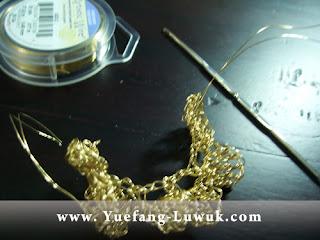 Making_Slinky_flower_wire_crochet_with Artistic_wire_26_gauge_Brass_wire