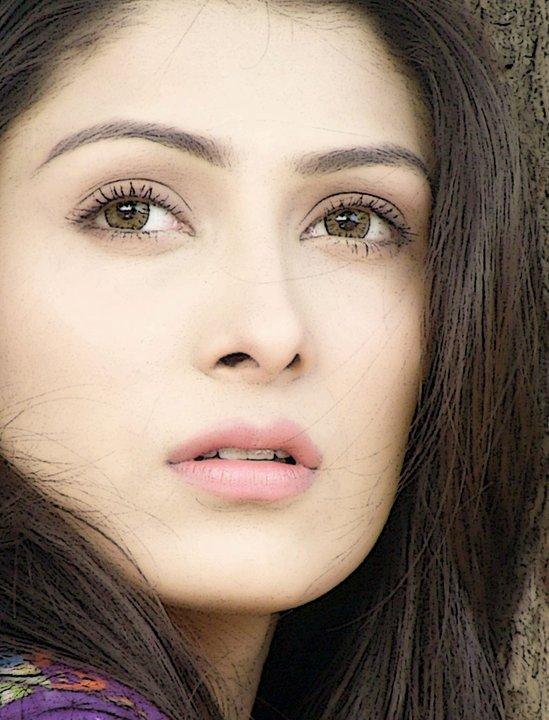 Pakistani Actress Aiza Khan