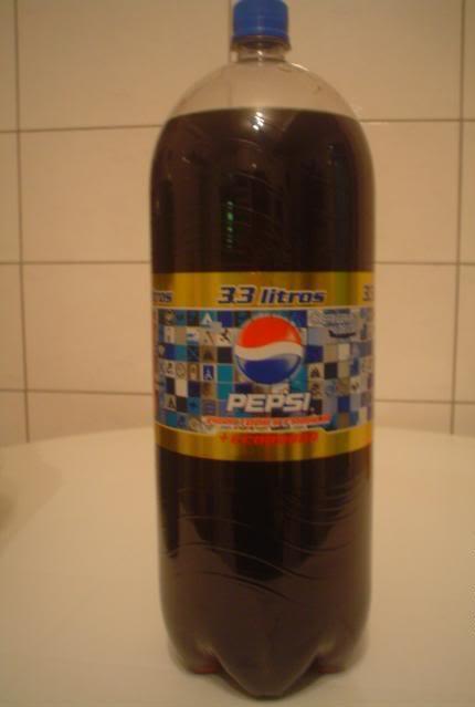 Garrafa de Pepsi de 3 litros com mensagem subliminar