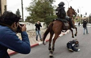 funny picture policeman Horse riding