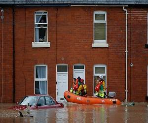 Flood_in_wales_picture
