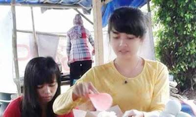 Gadis Cantik yang Berjualan Bikin Heboh Indonesia
