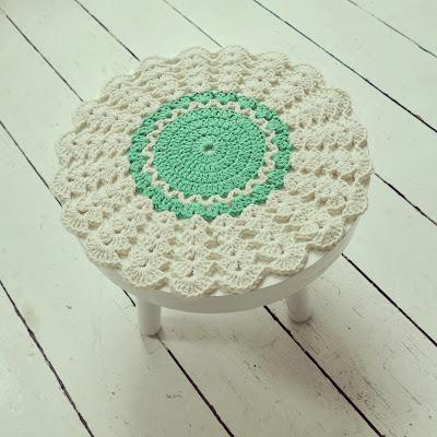 ByHaafner, crochet, doily, thrifted stool