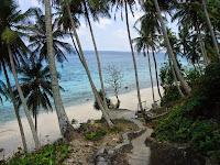 Keindahan Panorama Pantai Sumur Tiga  Bagaikan Surga