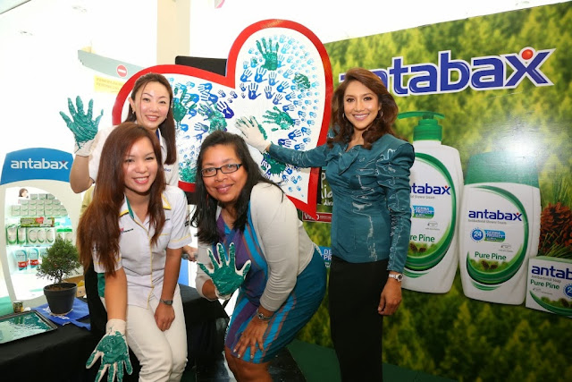 Ms Angeline Sim, Group Product Manager, Household & Personal Care, Marketing Division of Lam Soon Edible Oils Sdn Bhd; Ms Norine Erica Majaman, General Manager of Marketing, GCH Retail (M) Sdn Bhd; Ms Ivy Josiah, Executive Director, Women's Aid Organization and Ziana Zain, Antabax Brand Ambassador