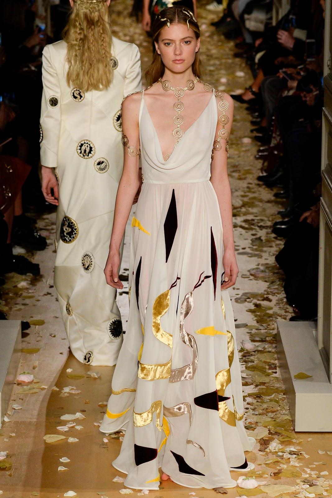 Fashion runway valentino haute couture spring 2016 for Paris haute couture 2016