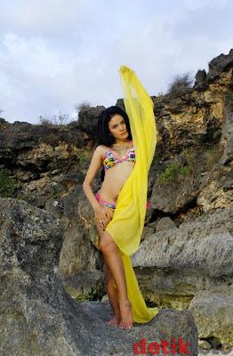 50 Foto Hot Nikita Mirzani Model Majalah Dewasa di Majalah Populer