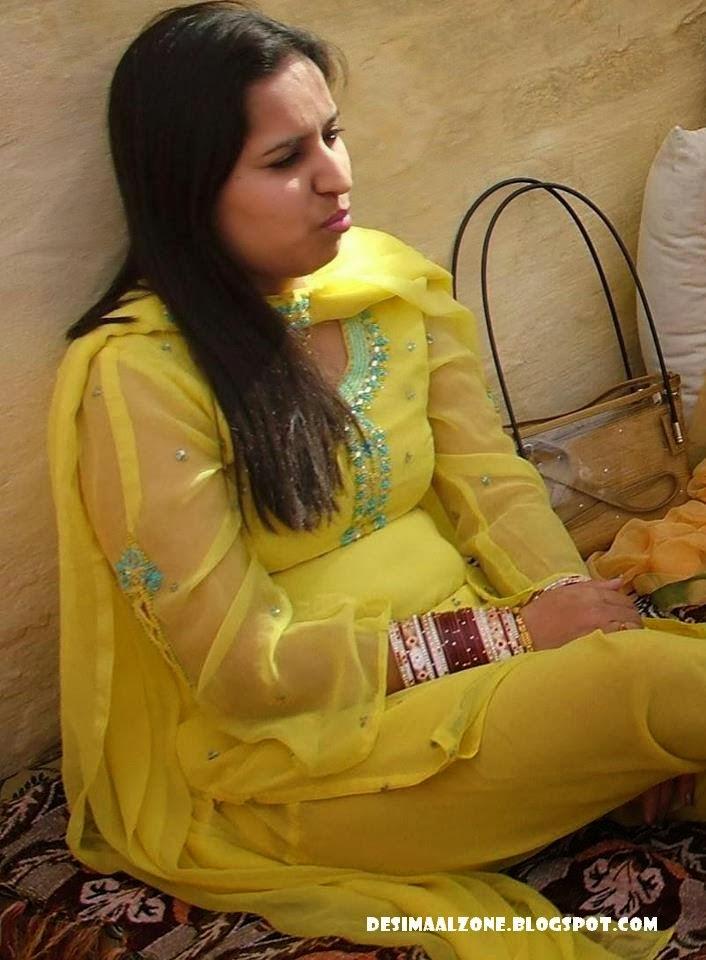 Desi Pakistani Aunty Beautiful And Sexy