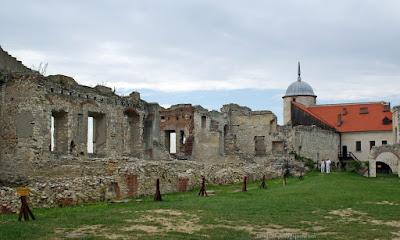 http://fotobabij.blogspot.com/2015/04/ruiny-zamku-w-janowcu.html