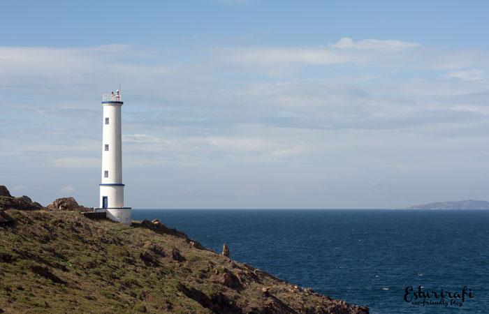 Un paseo por la costa da Vela . Faro de Cabo Home