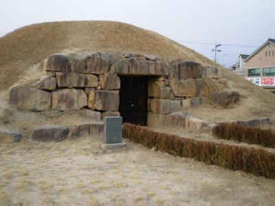 ice box, cold storage, stone building, Middle East, straw bails