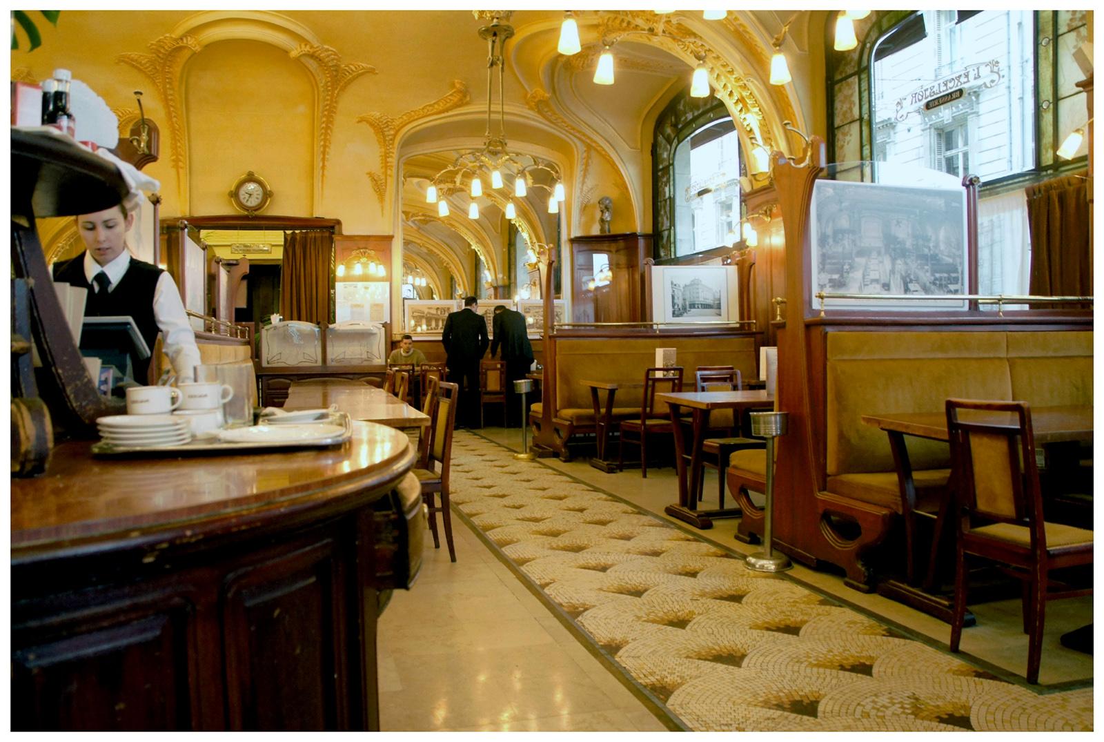 Cafe Des Charmes Paris