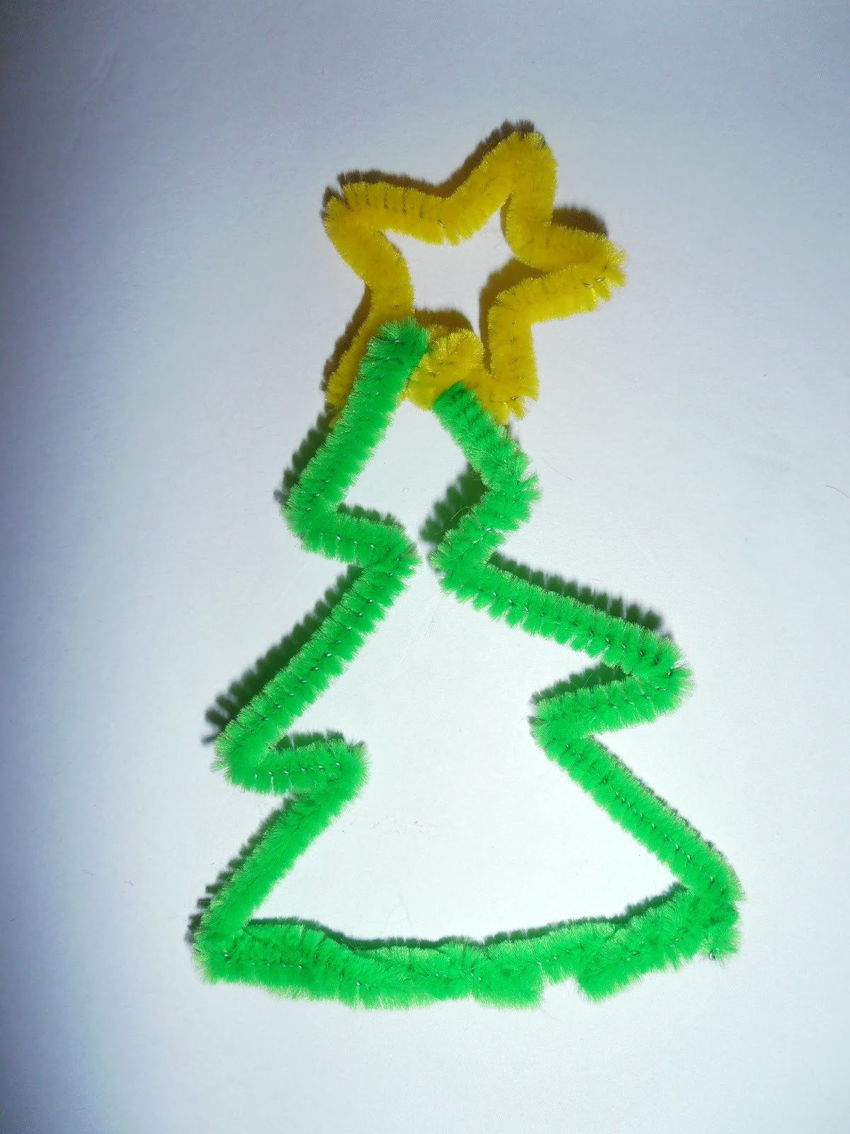 Crafty Bitch: free christmas pipe cleaner decoration ideas