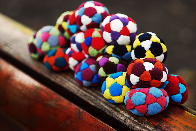 How to make a footbag