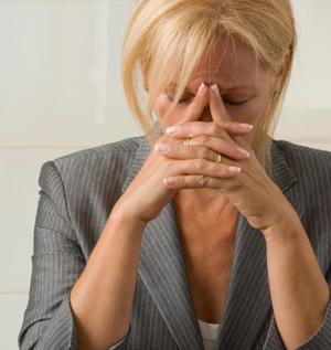 problemas pessoais, preocupação, pessoa preocupada, dor de cabeça, problemas financeiros